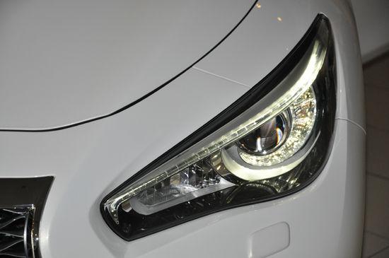 汽车前大灯使用保养方法